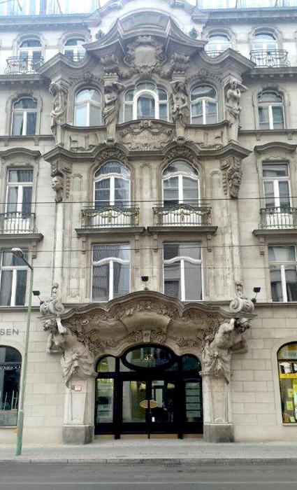 Atlantes en un edificio de Berlín